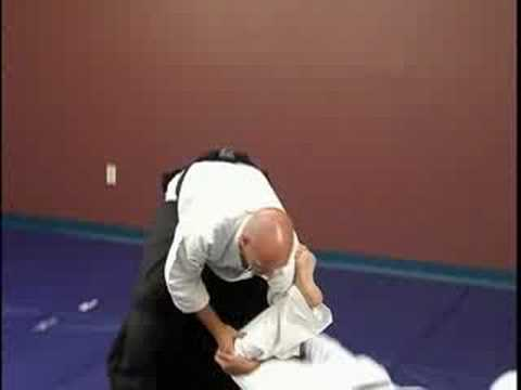 Kick Defenses: Intermediate Aikido Techniques : Leg Nikyo against a Roundhouse Kick: Intermediate Aikido Techniques Image 1