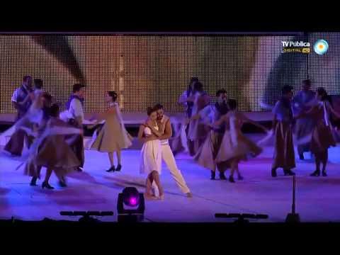 Hernan Piquin bailando