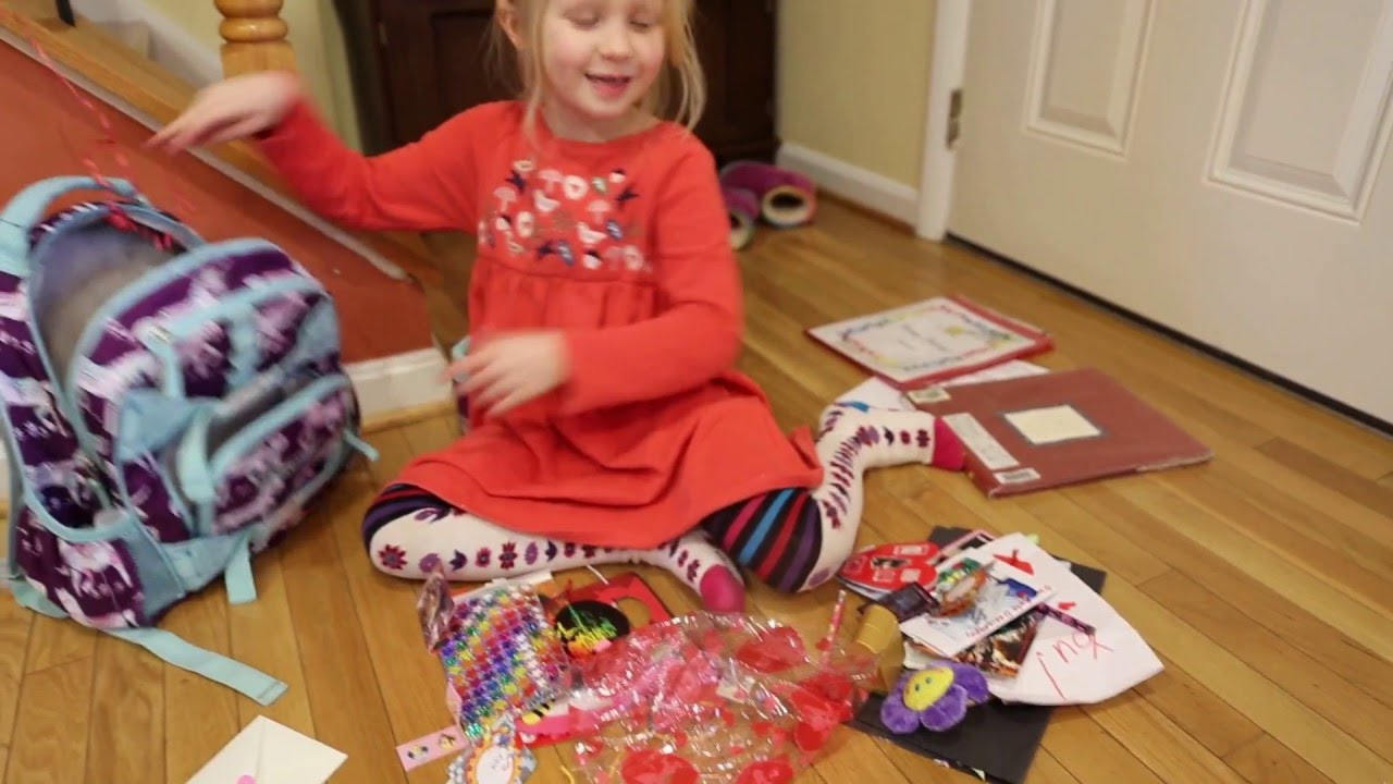 Катя открывает подарки 34