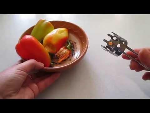Приспособление для удаления сердцевины перца.  Device for coring peppers.
