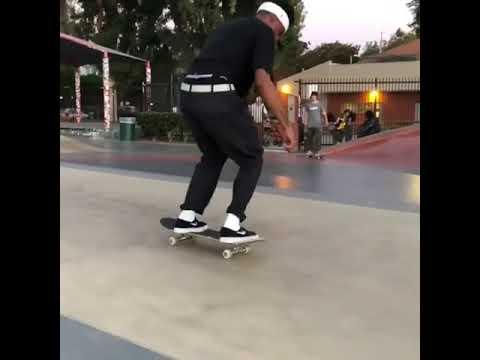 3-piece from @robertneal_ 😂 🎥: @mingus.gamble | Shralpin Skateboarding