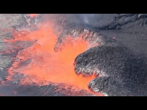 Major earthquakes rock Hawaii as Kilauea volcano erupts