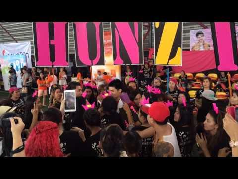 Hunz - ถ่ายรูปรวมกับแฟนคลับกลางสนามSCG