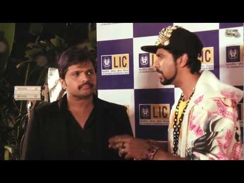 Himesh Reshammiya Gets Angry At Jogi C At The Red Carpet - 5th Royal Stag Mirchi Music Awards! video