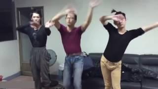 Cười không nhặt được mồm với những điệu nhảy bá đạo