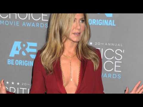 Critics Choice Awards 2015 - Jennifer Aniston Goes Braless In $exy Suit