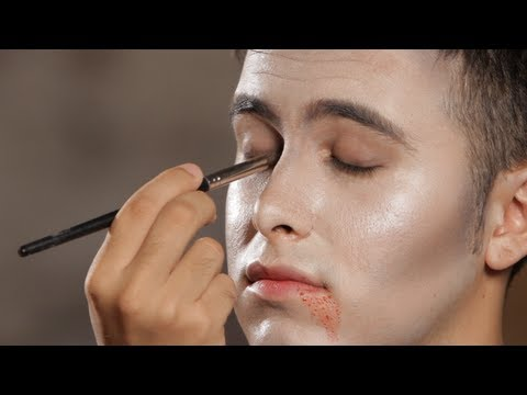 How to Do Vampire Eye Makeup | Halloween Makeup