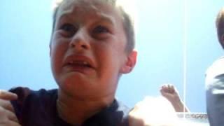 Thumb Niño que sube por primera vez a la Montaña Rusa