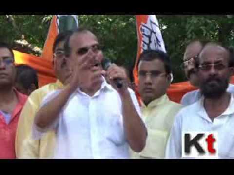 Adhir Ranjan Chowdhury speaking on price rise issue at Esplanade