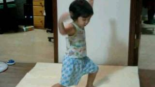 100806 SHINee Hello Baby Yoogeun dancing to SHINee