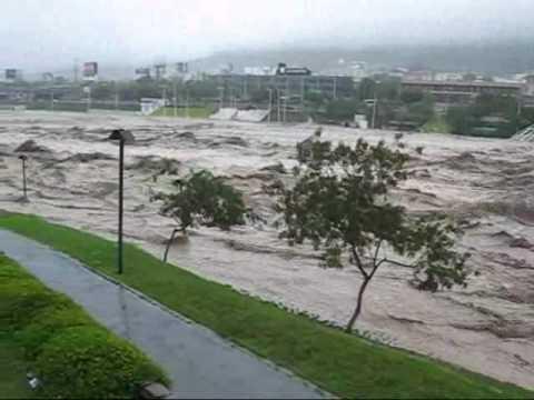 Huracán Alex @ Monterrey (Río Santa Catarina)