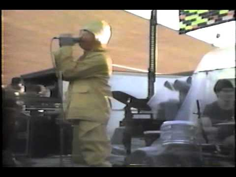Green Jello at Buffalo State College open for the Ramones 1985. Videography/Archive footage: Eugene Kelly Vocals/Puppets: Bill Manspeaker Guitar 1: Kiko Keit...