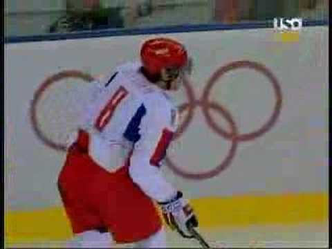 Ovechkin smokes Chelios Video