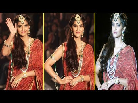 Sonam Kapoor Looks Beautiful Hot In Gorgeous Red Indian Saree video