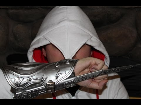 Assassin's Creed Brotherhood NECA Ezio Auditore Role Play Gauntlet Replica Review
