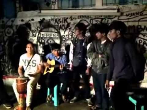Ronggolawe - Nyanyian Akar Rumput (Wiji Thukul)