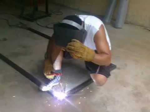 Como fabricar una puerta de hierro youtube for Puertas metalicas modelos