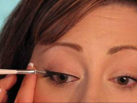 How To: Apply Eyeliner {Makeup Geek}