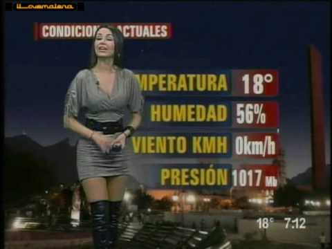 Mayte carranco en mini vestido gris y de nuevo botas...