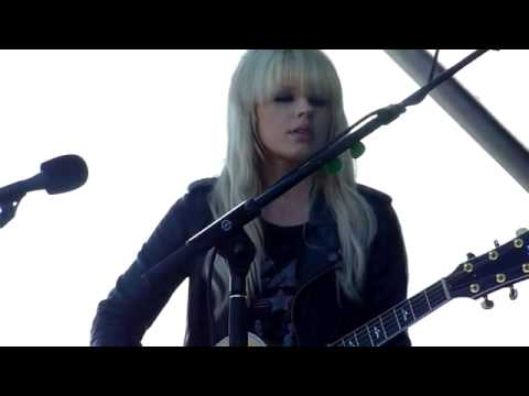 Orianthi Give In To Me Unplugged Live.