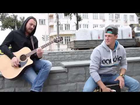 Уличные музыканты удивили бездомного