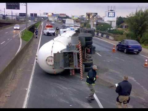 fotos de acidentes de caminhão