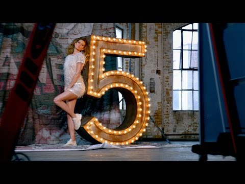 Thumbnail of video CHANEL N°5: The One That I Want - Gisele Bündchen