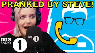 "Download Lagu ""How do you know THAT!?"": Anne-Marie PRANKED by Superfan Steve Gratis STAFABAND"