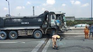 Tin Tức 24h Mới Nhất: Xe container tông xe ben bốc cháy