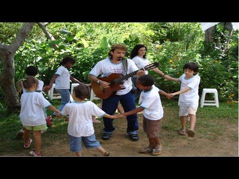 Clique e veja o vídeo Musicalização Infantil - Atividade com o Corpo