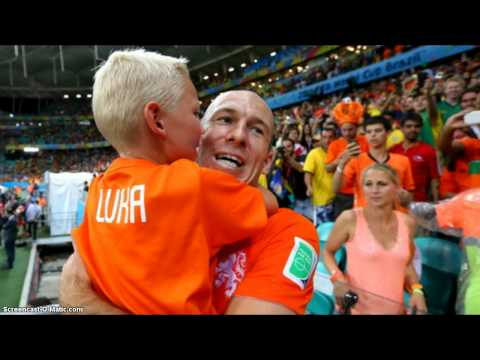 WOW!! Arjen Robben Consoles Crying Son After Holland Emotional 2-4 Loss To Argentina