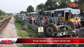Xe tải nát bét sau va chạm với tàu hỏa | Truyền Hình - Báo Tuổi Trẻ