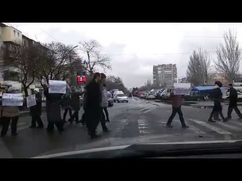 Protests on the road in Zaporozhie city, Ukraine news today