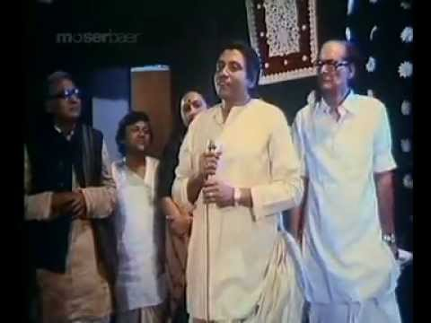 Hemanta Mukherjee live with other artists.