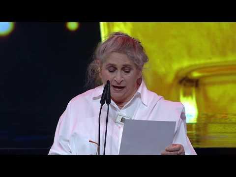 נחמה ריבלין, רעיית נשיא המדינה, נואמת ומגישה את פרס הסרט התיעודי ל