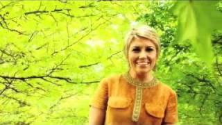 Watch Melinda Schneider Be Yourself video