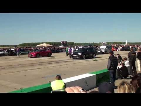 Jeep Grand Cherokee SRT8 vs Nissan GT-R
