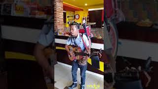Download Lagu Goyang Maumere by pengamen unik dan keren Gratis STAFABAND