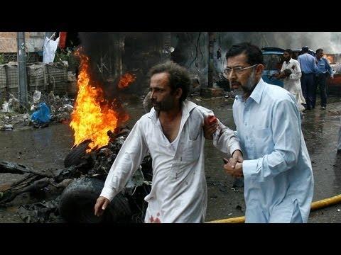 Bombs kill 33 people in Peshawar, Pakistan