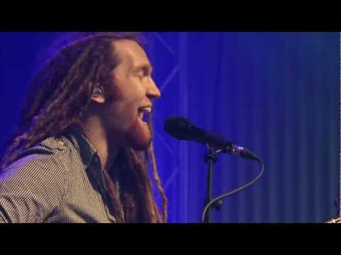 Newton Faulkner - &#039;Write it on your skin&#039; &amp;  &#039;Dream catch me&#039; acoustic and Live!