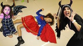 Valentina finge Brincar de ser princesa e salva todos da bruxa