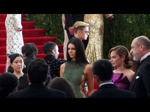 Kendall Jenner & Justin Bieber crosses path at Met Ball 2015 w/ Miranda Kerr