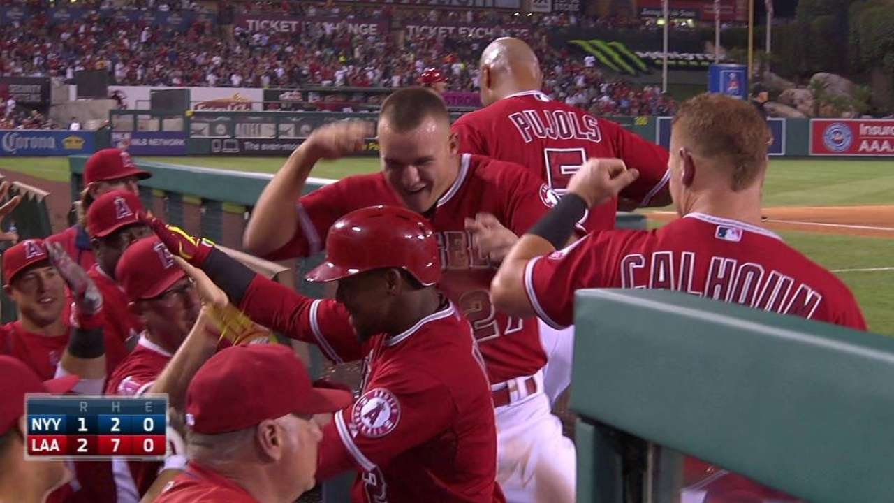 NYY@LAA: Aybar goes back-to-back for a 2-1 lead
