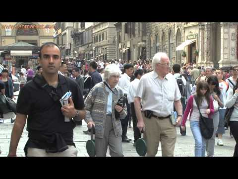 Tourists Along Streets of Florence (Italy) - youtube.com/tanvideo11