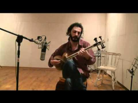 Mehdi Amini playing