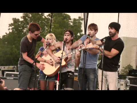 Walk Off The Earth - Somebody That I Used To Know (hometown show live @ SOM '12) Music Videos