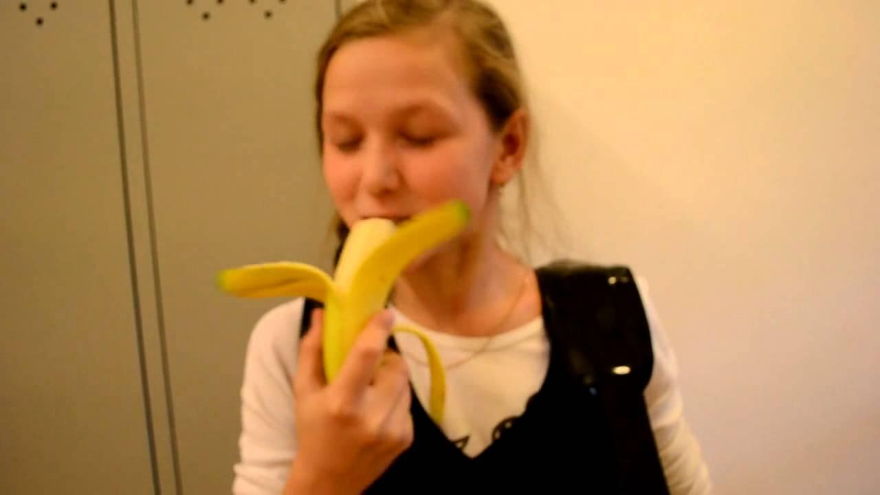 Лесбиянки видео с бананом статью