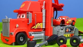 Disney CARS 3 Spielzeugautos: Lightning McQueen + Mack Truck Unboxing