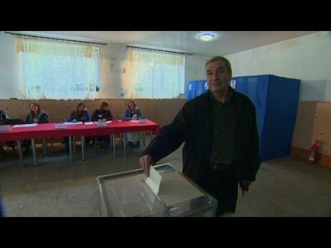 Crimean Tartars boycott referendum vote