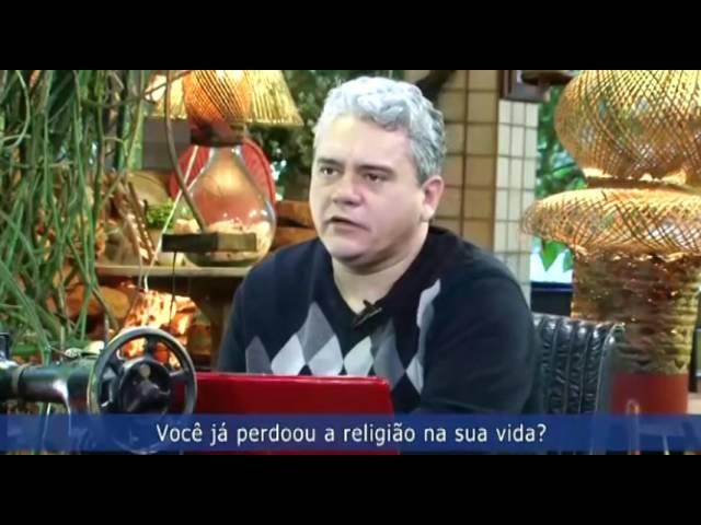 Pastor afirma que foi - com a igreja - combater o candomblé como Pedro combateu Simão o bruxo.